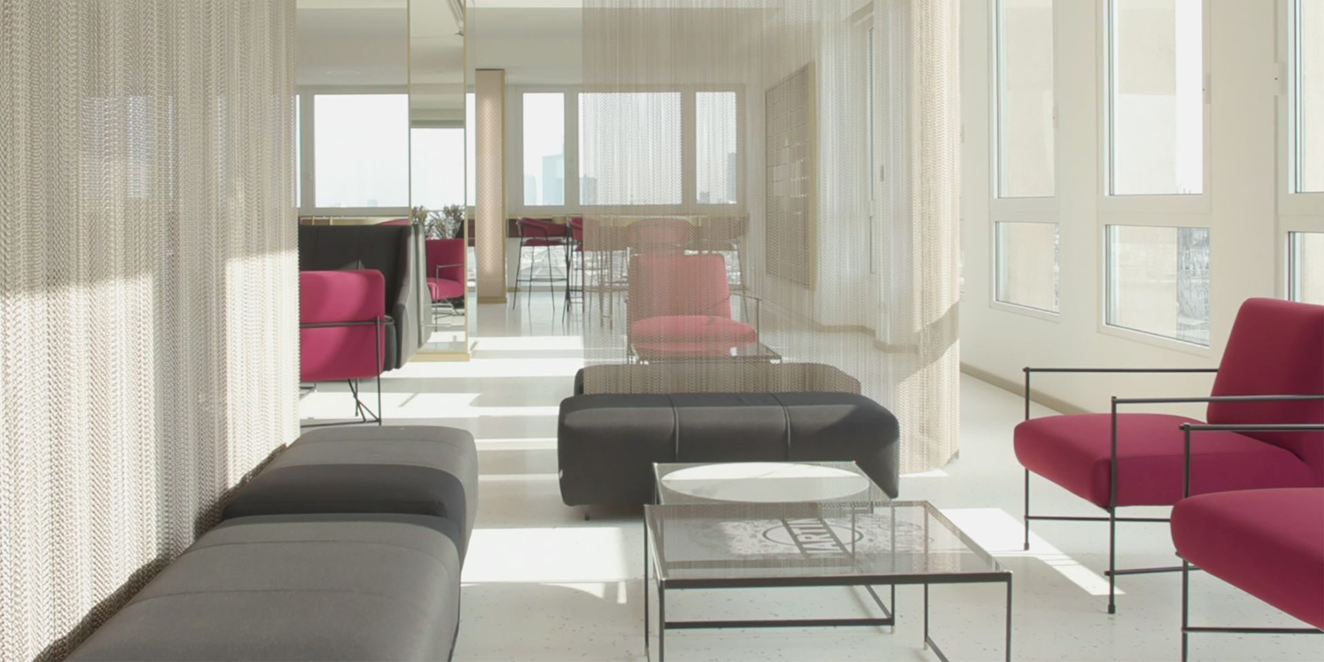 The Fluid sofa and the Kyo armchair decorate with glamor Terrazza ...