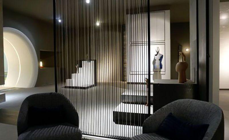 St. Tropez, poltroncine di design per lo stand SMALTICERAM premiato a Valencia