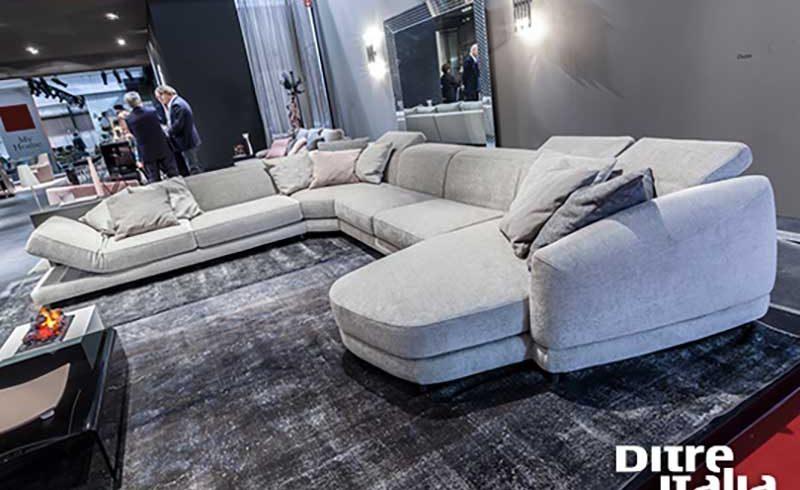 Scopri cos è successo sui divani ditre italia al salone del mobile